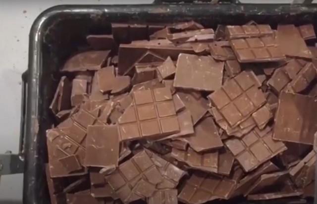 """В Подмосковье накрыли подпольный цех по производству поддельного шоколада """"Алёнка"""""""