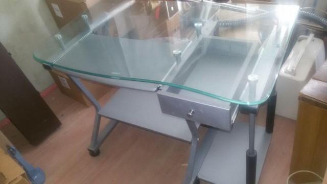 Компьютерный стол отдам (Мск)