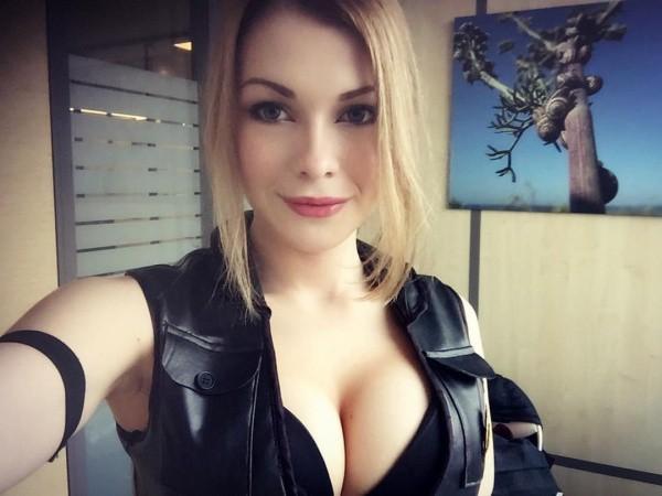Секс с молодой девочкой со стоячими грудями