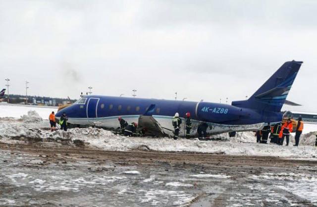 Из-за обледенения взлетно-посадочной полосы и сильного бокового ветра за пределы аэропорта Шереметьево выкатился самолет