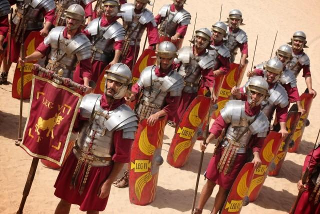 Почему доспехи римских легионеров не защищали руки и ноги?