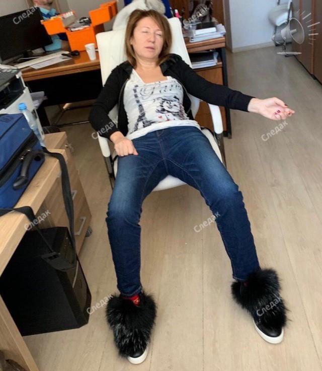 Это Ирина Иванова. Замглавы администрации Щёлковского района по жилищным вопросам. Её обвиняют в махинациях с недвижимостью