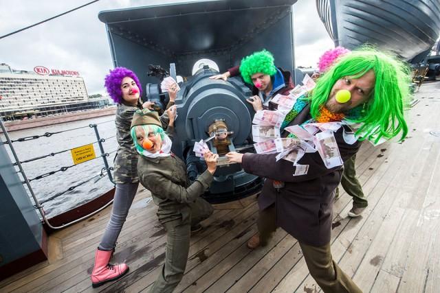 В Петербурге клоуны захватили крейсер «Аврора» и выдвинули требования правительству