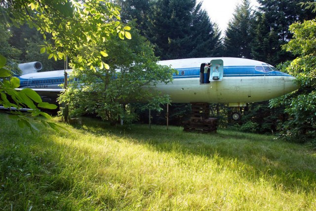 И самолет элегантно превращается... в жилой дом