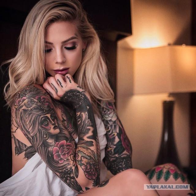 Девушки с татуировками. Одетые и не совсем.