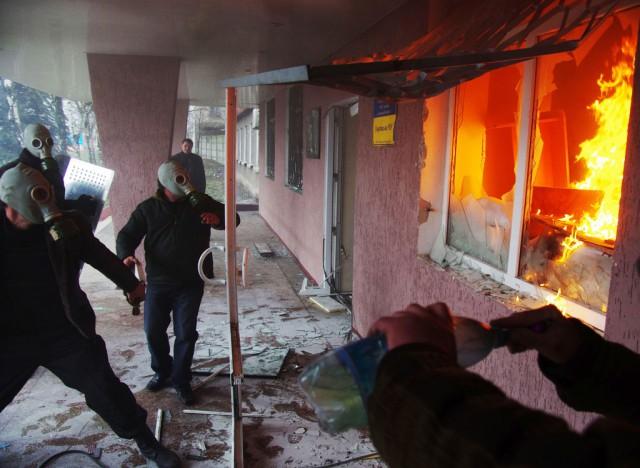 Захват здания милиции в Горловке