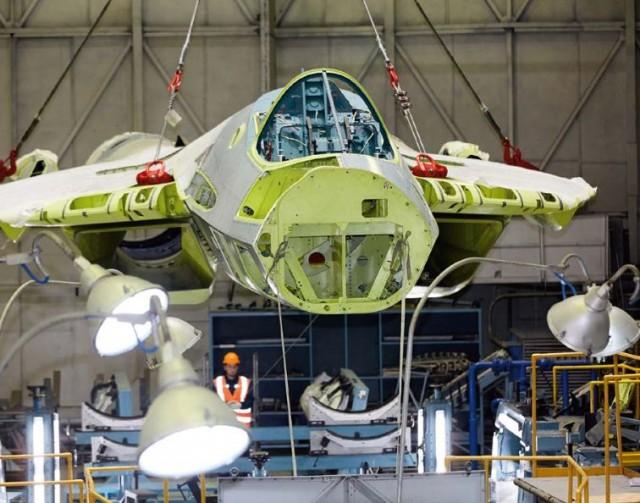 Появилось первое фото сборки серийного Су-57