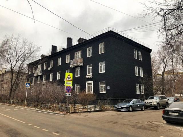 Черный цвет в России на примере сталинки