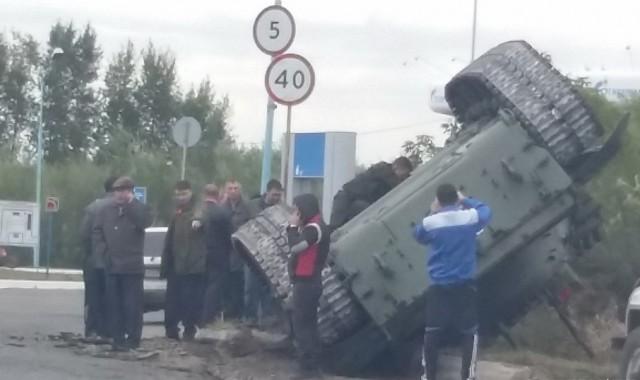 В Омске перевернулся танк.