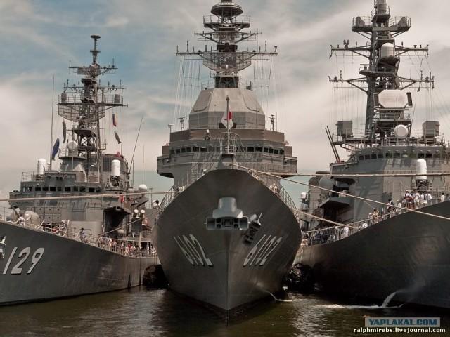 Япония: Три эсминца под окном