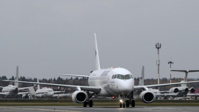 В Тюмени пассажиры штурмовали кабину пилотов, чтобы остановить взлет неисправного самолета