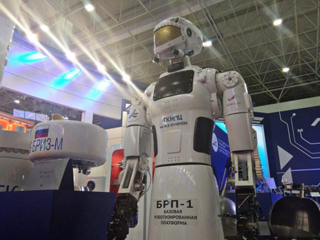 Робот Центра имени Хруничева остался без имени, потому что Рогозин не стал с ним говорить