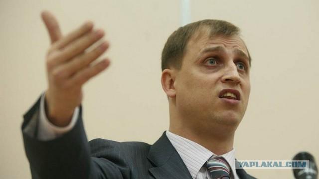 Единорос Сергей Вострецов предложил лишать род. прав тех, чьи дети более двух раз участвовали в несанкционированных митингах.