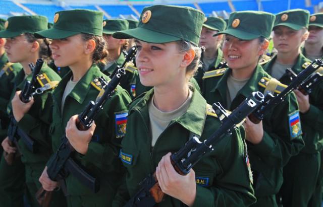 «Девчонки у нас ущемлены…»: Российский омбудсмен выступила за то, чтобы женщины проходили срочную службу в армии