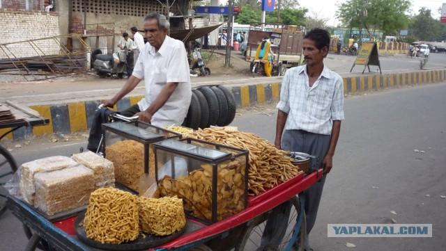 На рынках Индии и рядом