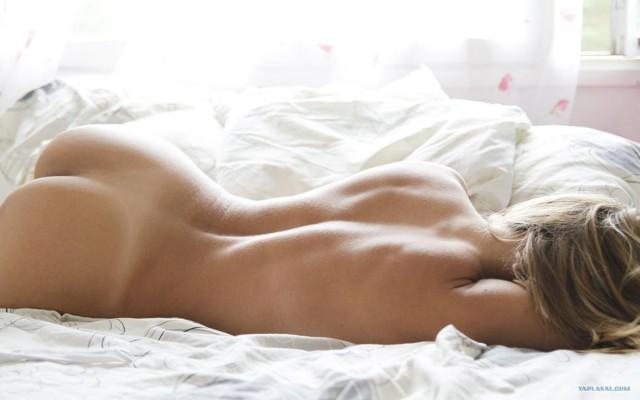 Фото спящая голая девушка