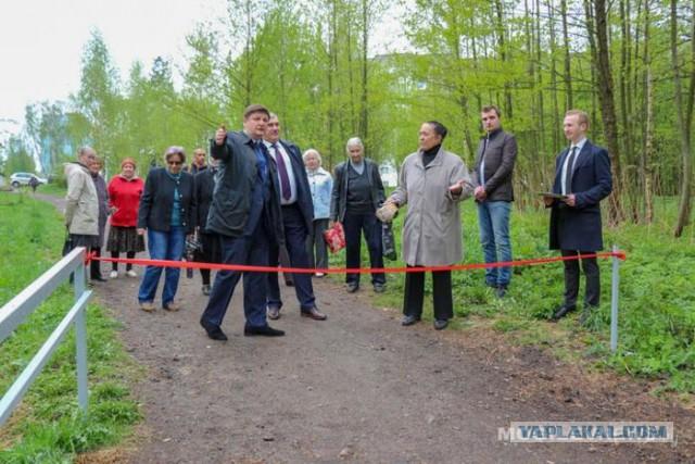 В Могилеве депутаты торжественно открыли металлические перила