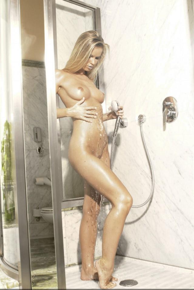Блондиночка в душе, 27 Hq фото