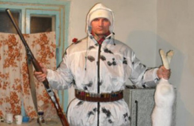 Прямо сейчас в Омске по адресу 19-я Марьяновская неизвестный расстреливает людей из окна пятиэтажного жилого дома. Стрелку уже удалось ранить четверых!
