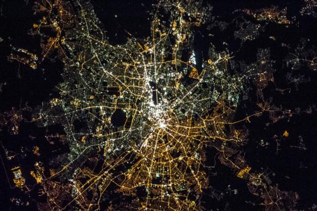 Западный и восточный Берлин. Лампочки