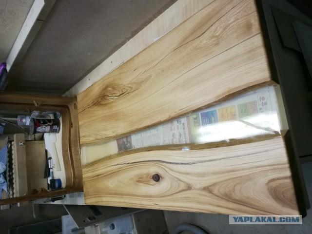 Деревянный столик-река