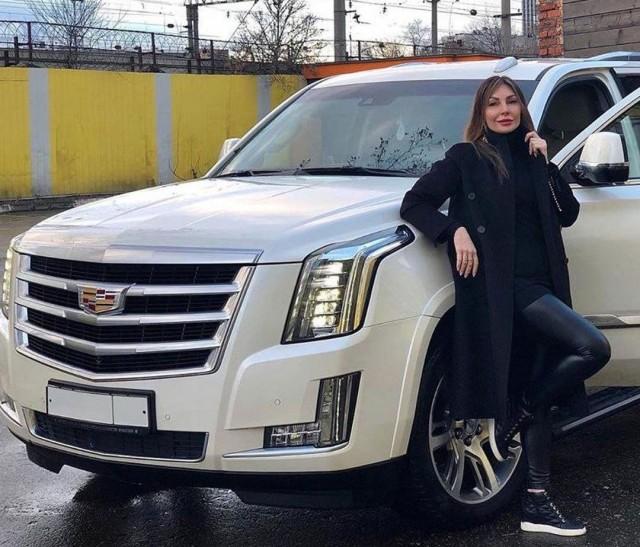 """Наталья Бочкарёва решила продать свой белый как кок... белый, как """"снег"""" Cadillac"""