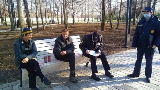 В Татарстане запретили появляться в магазине и общественном транспорте без маски