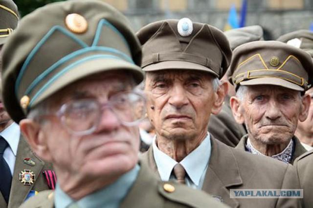 Спилили памятный креcт в Харькове.
