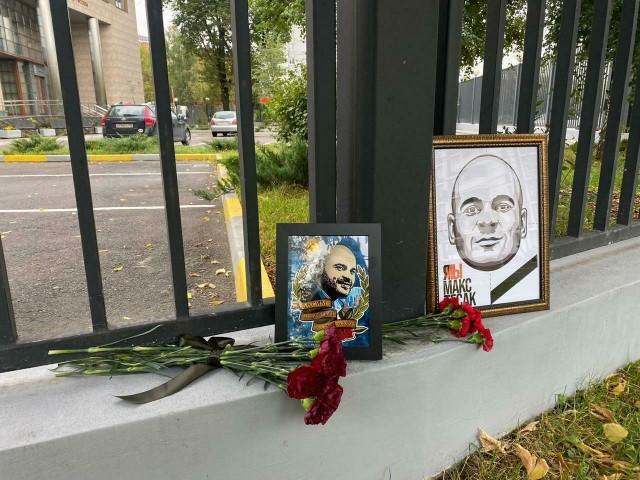 В России и на Украине прошли акции памяти Тесака. На следующей неделе тело националиста привезут в Москву