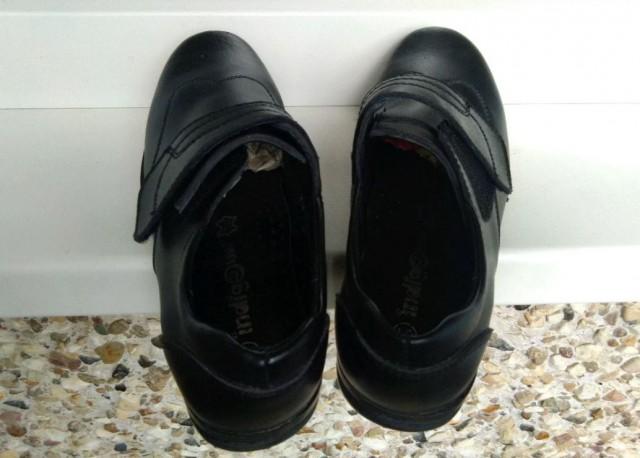 Отдам детские демисезонные туфли 31 размер бесплатно