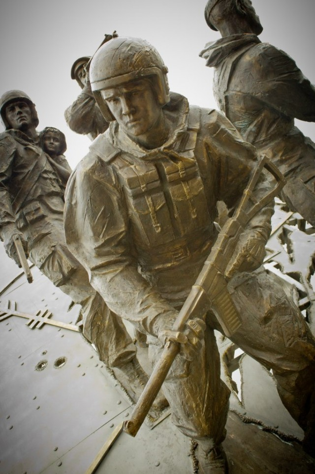 В Питере открыли памятник спецназу