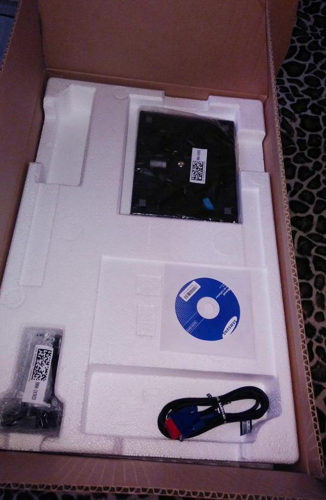 """Продам монитор 22"""" новый в коробке"""