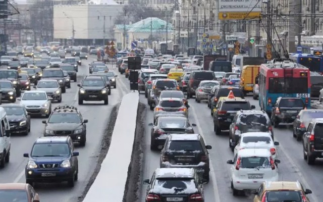 «Никаких дорог не хватит»: Собянин пожаловался на количество автомобилей в Москве
