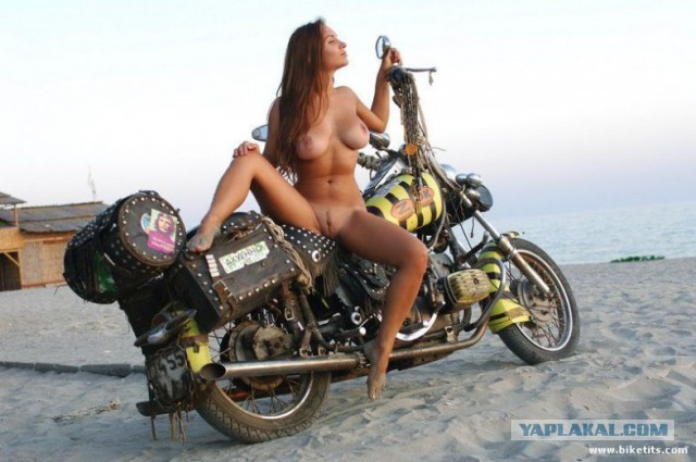 golie-krasivie-devushki-na-mototsikle