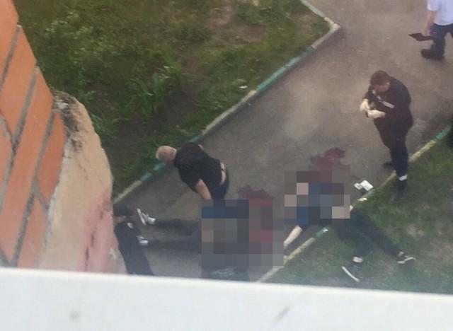Парень и девушка выпали из окна высотки в Москве
