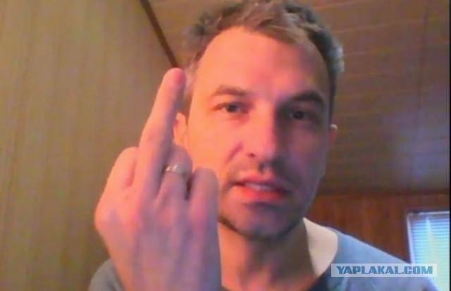 Буйного украинского журналиста пришлось вытаскивать из самолета с помощью полиции
