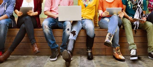 Путин поручил правительству регулярно исследовать поведение молодёжи в интернете