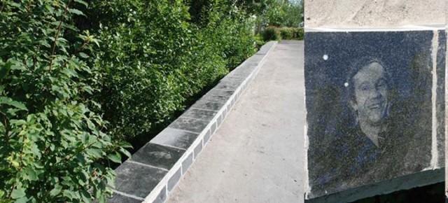 Надгробной плитой с Крамаровым замостили дорогу