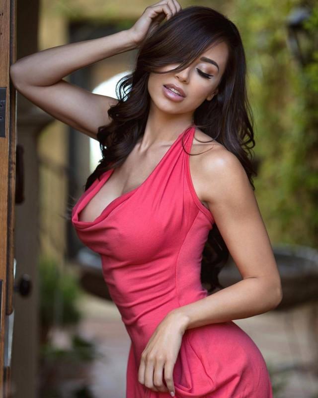 Фото девушке в платье красива