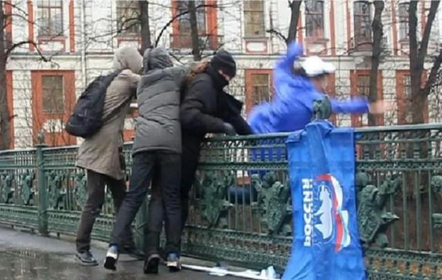 """""""Питерские гопники"""" избили активистов «Единой России»"""