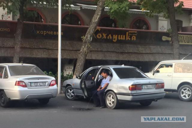 Писающий полицейский из Алматы
