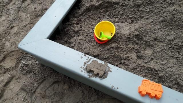 Папа смог или замена песочницы на детской площадке
