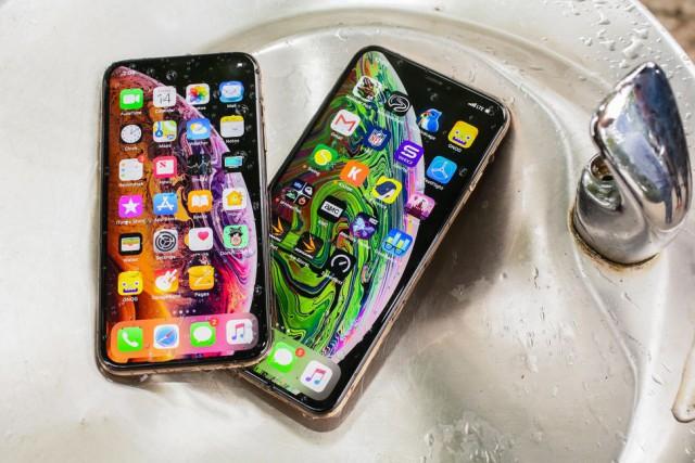 СПИД-центр на деньги Элтона Джона закупил iPhone XS Max самой дорогой версии для главврача