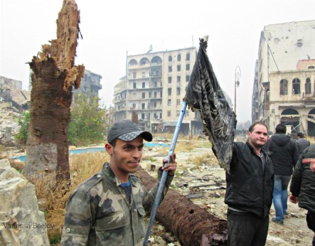 В Восточном Алеппо,в бункере  поймали инструкторов стран НАТО