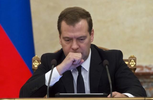Медведев призвал россиян самостоятельно вытаскивать экономику из кризиса