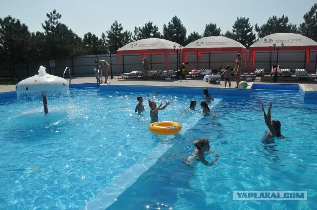 Отдыхающим детям-инвалидам запретили купаться в бассейне из-за жалоб недовольных пенсионеров