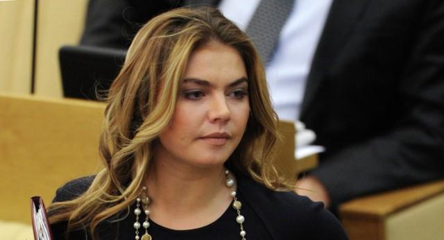СМИ сообщили, что Алина Кабаева родила двойню в Москве