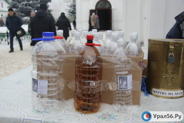 В Оренбурге на территории храма продавались бутылки для воды по завышенной цене