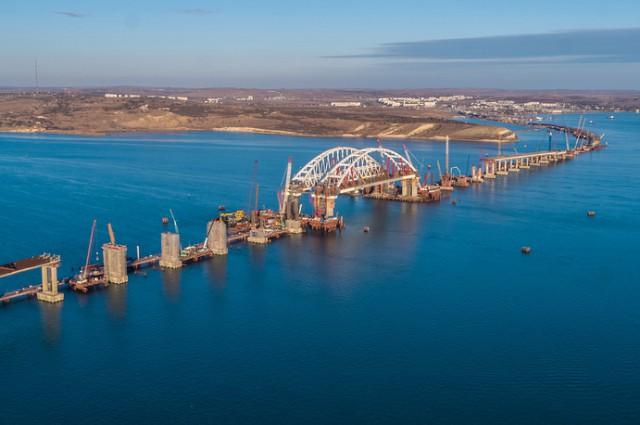 Строители завершили уникальную операцию по установке арок Крымского моста
