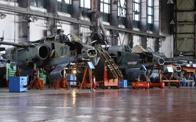 Массовые уволнения с 322-го авиаремонтного завода в Воздвиженке из-за кризиса гособоронзаказа... Все стабильно? Идите в бизнес!